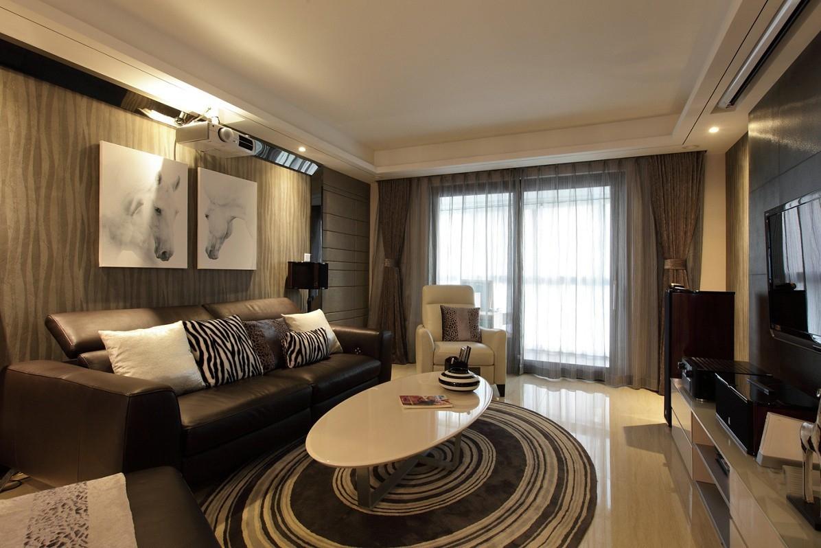 客厅选用深色装饰,沉稳大气