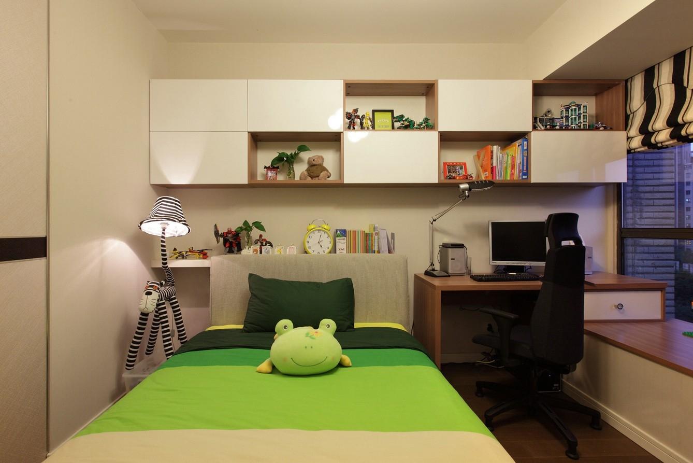 床上铺设选用绿色,增添了活泼