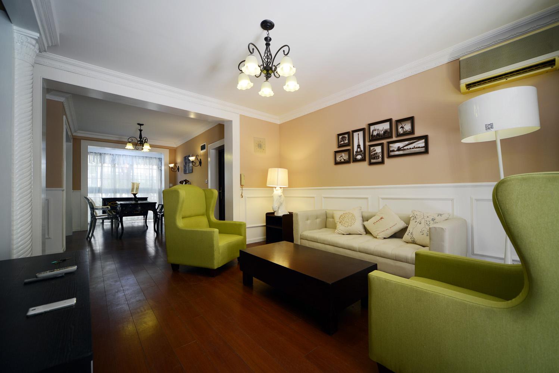 浅绿色的沙发,有生命活力