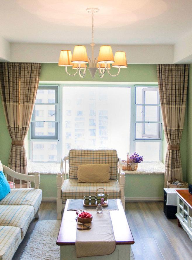 英式格子的窗帘和布艺沙发搭配白色楸木田园茶几