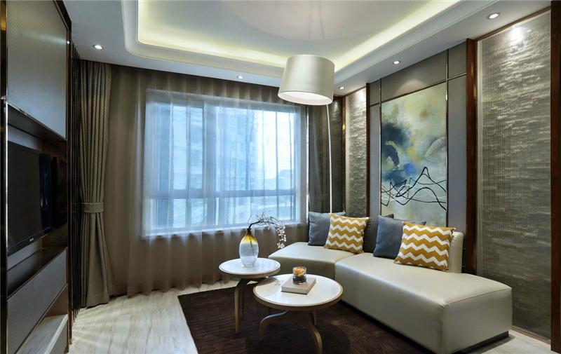 沙发背景墙采用对称式设计,线条感极强的硬包,与沙发相溢得章,在灯光的映衬下,极显温馨,却又不失质感。