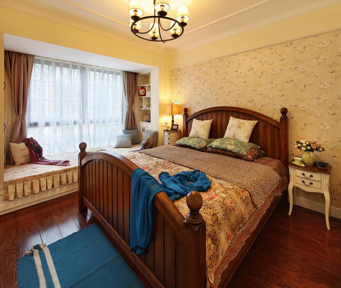 简约,温馨但又不失质感;客厅以简洁大气为主,不要太拥挤,色彩不要太单一。