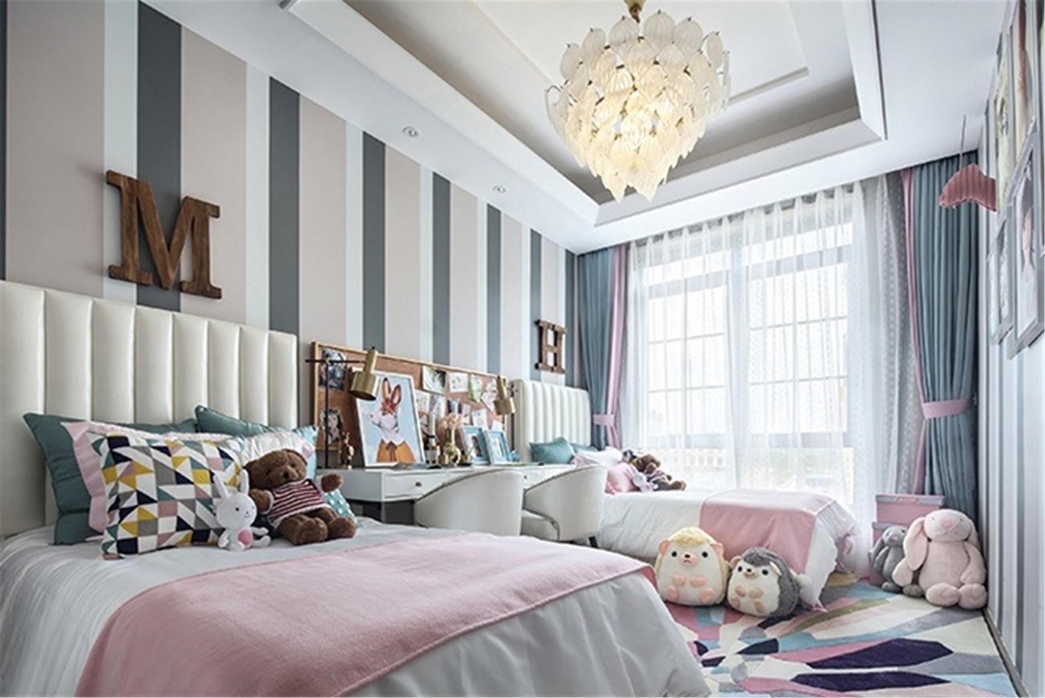 4.儿童房儿童房依然延续会客厅的色系,风格却变得童趣。