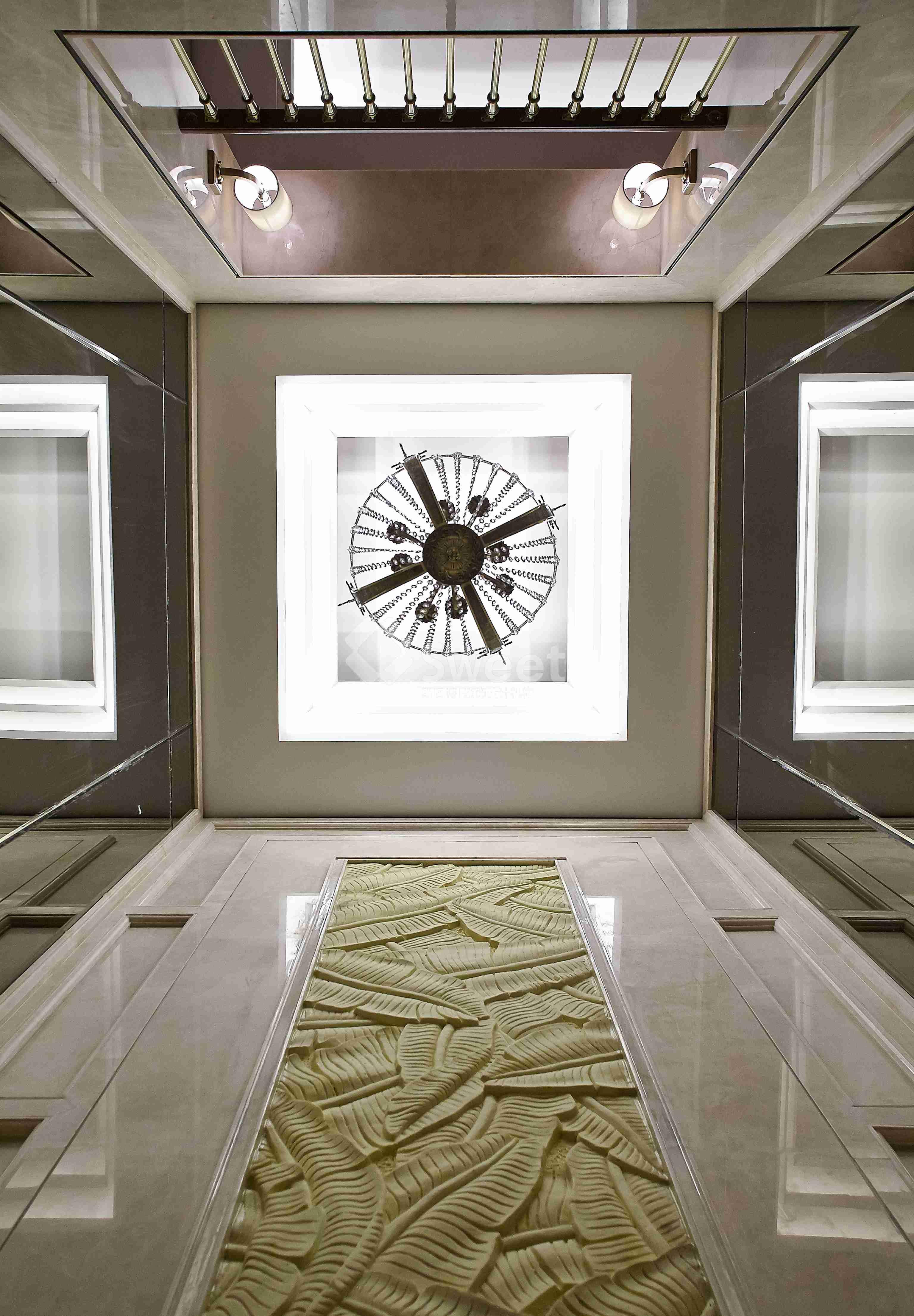 空间富有的钻石绒硬包以及镜面对空间的延伸,让空间的质感细腻的呈现出了别样的奢华度。