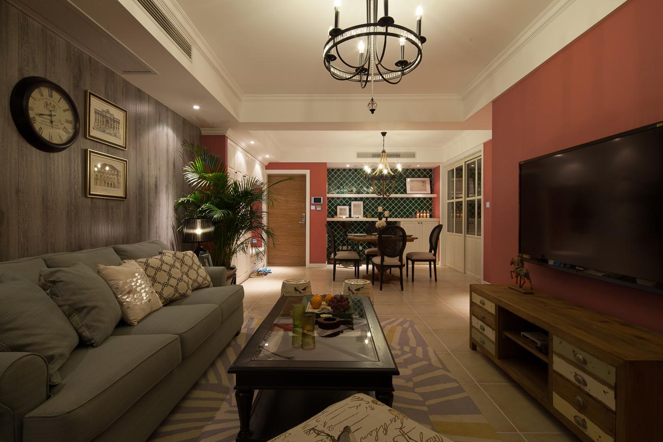 砖红色的电视背景墙设计,应该说是比较大胆的一种挑战了,在日常的生活中增添丝丝暖意与趣味性,复古韵味的家具正好填补了空间空白。