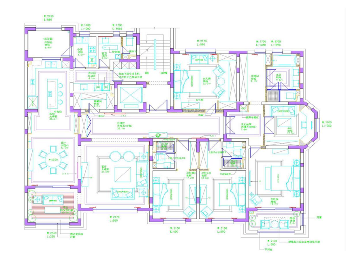 通过业主与设计师的需求沟通,业主及家人希望在新居的各个空间采用不同的风格规划,在客餐厅采用了美式与欧式的融汇保留公共区域大气感,而在卧室、书房以及阳台则分别运用了不同的设计风格以迎合业主及家人不同的生活需求与喜好。
