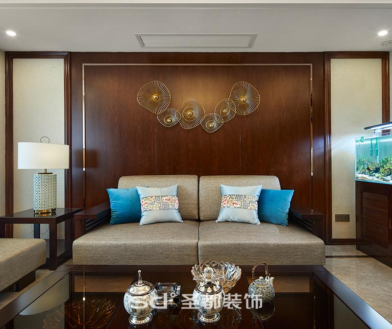 本案从一开始就定位于现代与中式风格的混搭,既要保留中式传统风韵的雅致与古朴,也要体现现代生活的舒适与时尚。