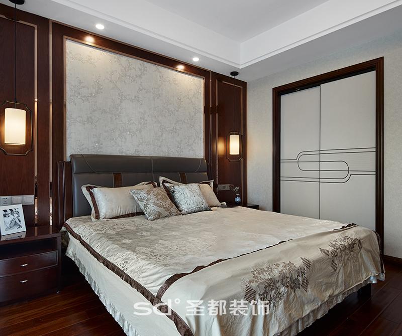 房间内则多采用更为现代的形式,只是在色调上考虑与整体相融合,以符合人们的生活习惯。