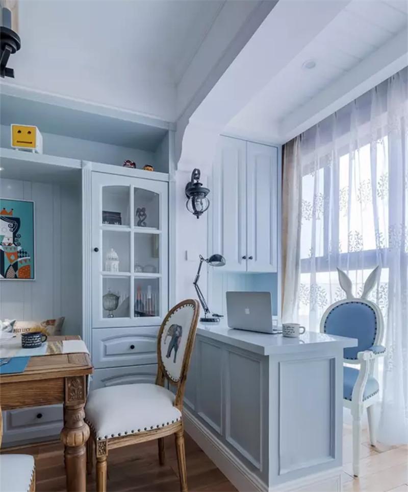 兔耳椅子特别萌萌哒,为阳台小吧台制造了一种清新浪漫的氛围,在这里的